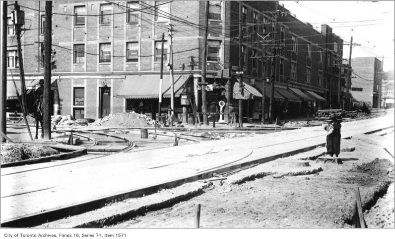 Yonge and St Clair, north-west
